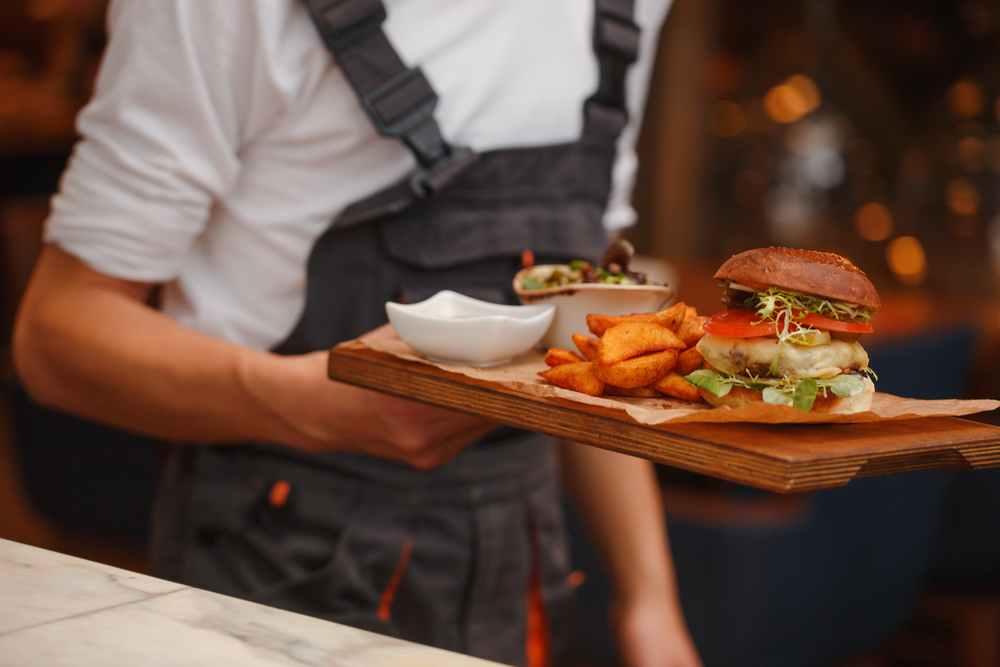 Covid-19 : quelles sont les aides destinées aux professionnels de la restauration rapide ?