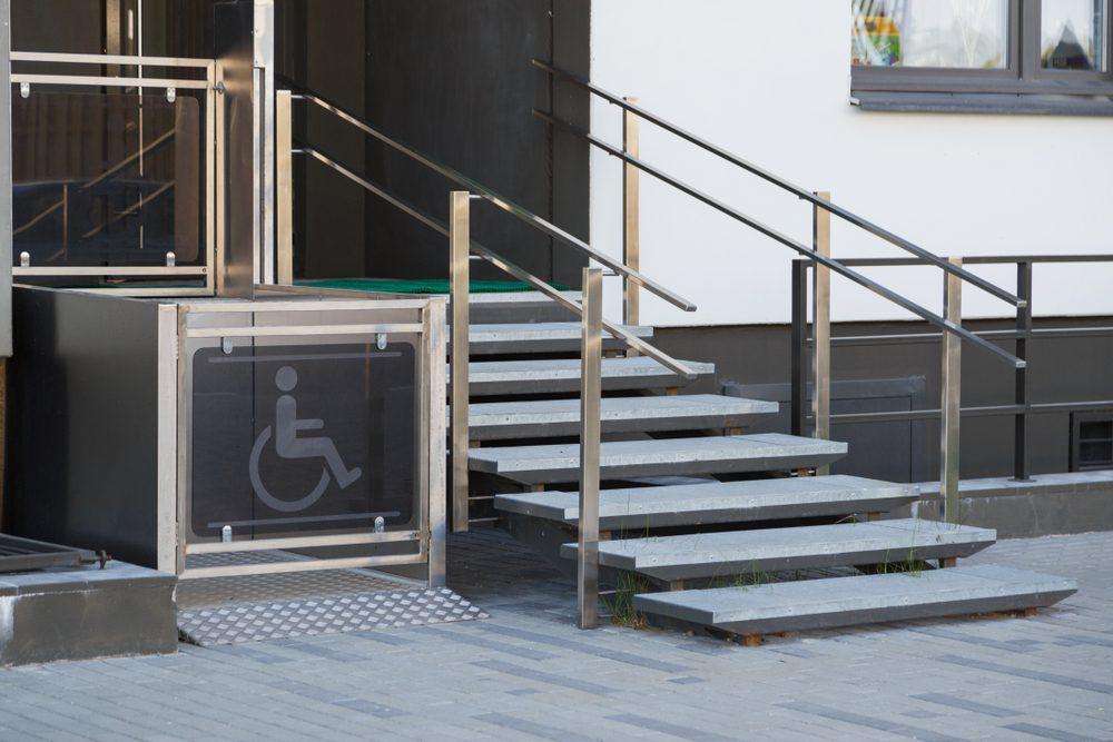 Comment répondre aux normes PMR dans votre établissement ?